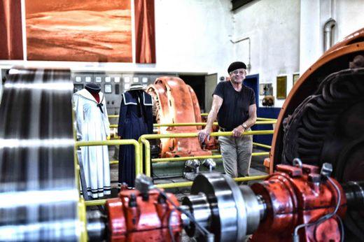 Erwin Klinzer im Turbinenraum, will Nachnutzung als Buchbinder-Museum