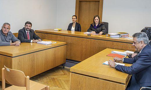 Stark (links) und Mock (rechts) vor Richterin Astrid Karner