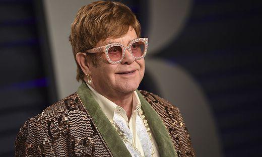 Elton John wirbt für die Impfung gegen Covid