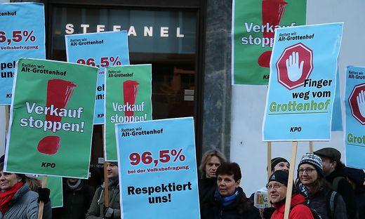 Protestaktion vor dem Landtag in der Herrengasse