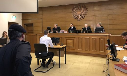 Der Mann sitzt nicht zum ersten Mal vor einem Richter