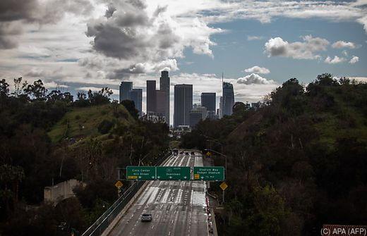 Kalifornischer Gouverneur verhängt Ausgangssperre - Brennpunkte