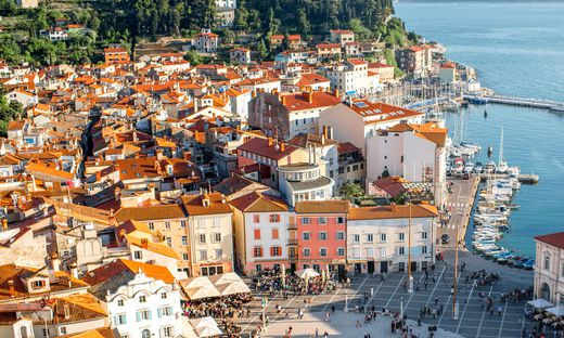 Blick auf die slowenische Küstenstadt Piran