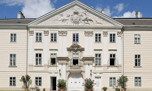 Das ehemalige kaiserliche Jagdschloss ist heute eine Haftanstalt.