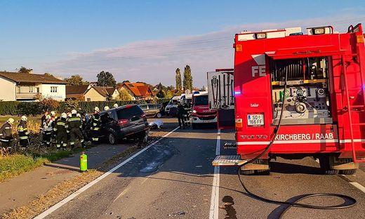 Drei Fahrzeuge waren bei dem Unfall in Berndorf involviert