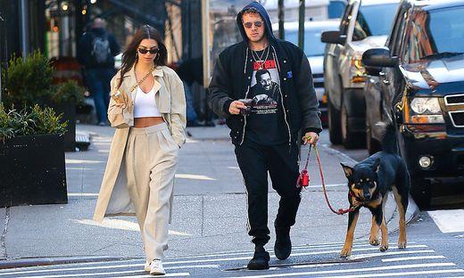 Emily Ratajkowski and Sebastian Bear-McClard walking in New York City - Feb 17, 2020 - Emily Ratajkowski and Sebastian