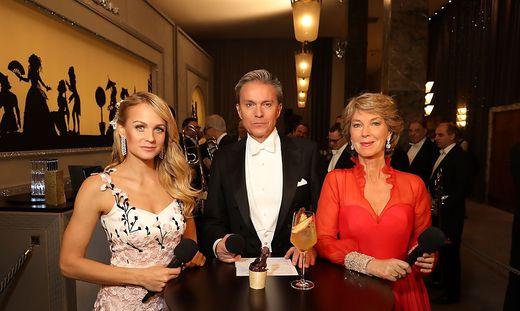 Barbara Rett (rechts) gibt das Opernball-Zepter weiter, Mirjam Weichselbraun und Alfons Haider bleiben