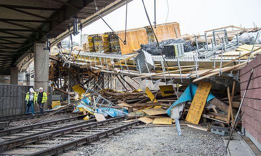 Brücke stürzte auf Gleise: Haarscharf an der Katastrophe vorbei