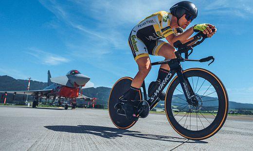 Christoph Strasser radelt in Zeltweg um einen neuen Weltrekord