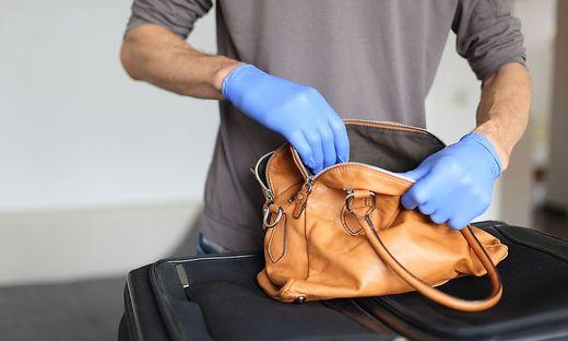 Immer Ärger an der Sicherheitsschleuse: Wird am Röntgenbild ein verdächtiges Objekt entdeckt, heißt es Koffer öffnen. Nicht immer zu Recht