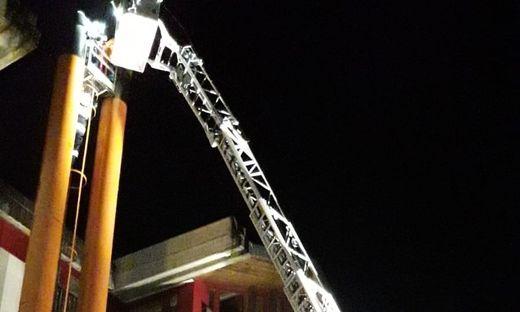 Feuerwehr Rettung Dach Drehleiter