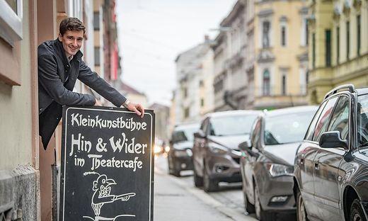 Clemens M. Schreiner ist unter den ersten Kabarettisten, die nach dem Lockdown im Theatercafé spielen.