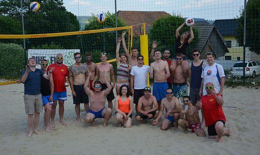 Die Teilnehmer des ersten Beachvolleyballturniers in Wenigzell