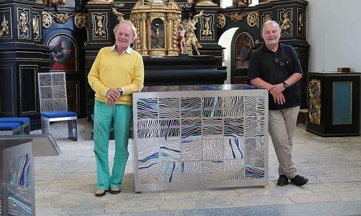 Künstler Kand und Architekt Klerings am Altar