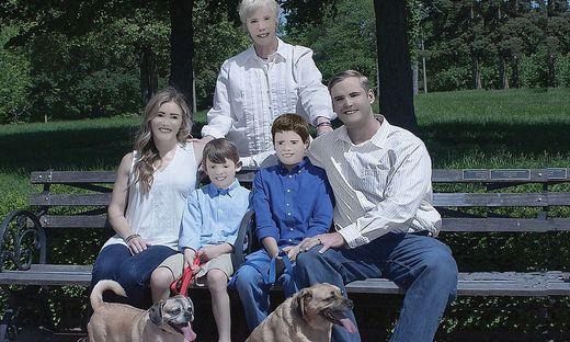 Photoshop Fail: Familienfotos amüsieren das Netz