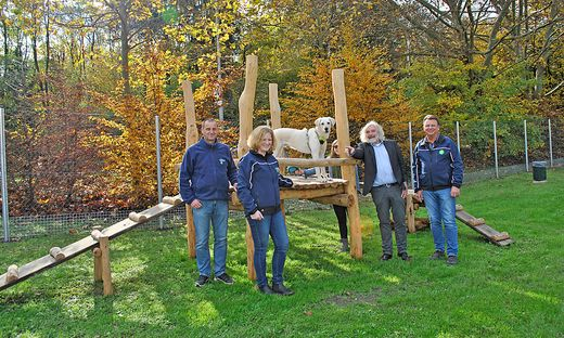 "Robert Passegger, Gabriele Hopfgartner, Leonard Wallisch und Stadtrat Frank Frey mit ""Leroy."