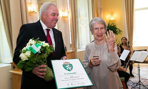 Landeshauptmann Hermann Schützenhöfer überreichte Barbara Frischmuth den Ehrenring