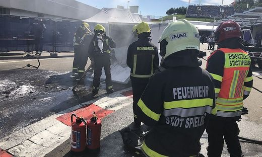 Ein E-Motorrad ging während des Rennwochenendes am Red-Bull-Ring in Flammen auf. Auch Feuerwehrmänner aus der Region waren gefordert