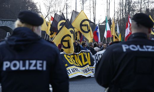 Inzwischen auch im Visier der Polizei: Identitäre bei einer Demo