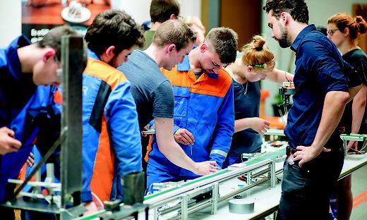 140 Lehrlinge haben am Montag ihre Berufsausbildung bei der Voestalpine begonnen
