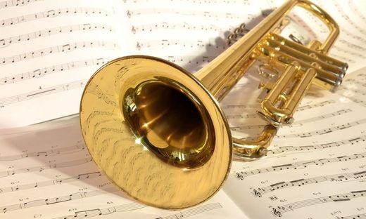 Zwischen einem Trompetenlehrer und seinem Arbeitgeber gibt es heftige Verstimmungen