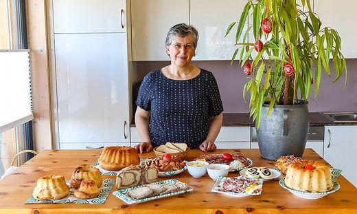Gudrun Steinkellner mit traditioneller Osterjause