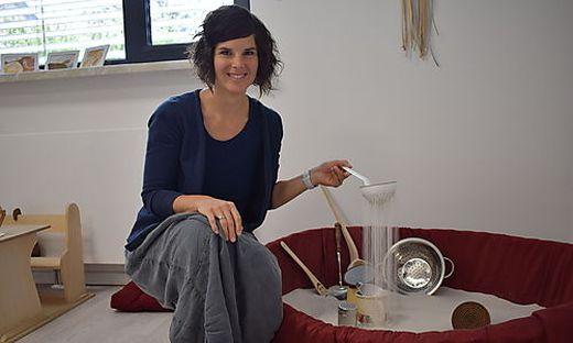 Franziska Ebner-Ptok in ihrem Sandspielraum in Feldkirchen