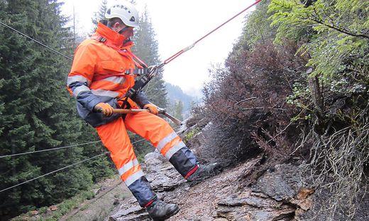Aufgrund von Felsräumungsarbeiten ist die B 88 zwischen Radenthein und Bad Kleinkirchheim gesperrt
