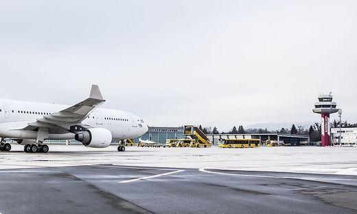 Der Klagenfurter Flughafen gehört 80:20 Prozent der Land und der Stadt Klagenfurt. Nu werden 74,9 Prozent an die Lilhill Gruppe verkauft. Die restlichen 25,1 Prozent teilen sich Stadt und Land wieder 80:20