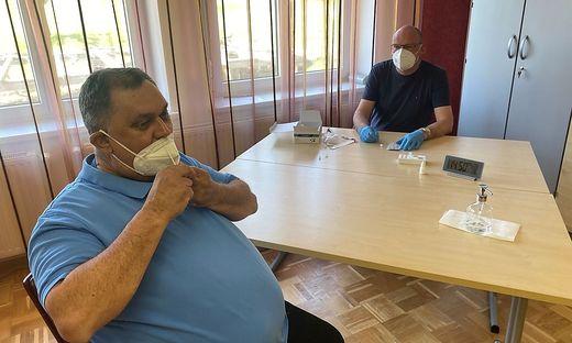 In der steirischen Gemeinde Klöch werden die Selbsttests unter Beobachtung bereits durchgeführt