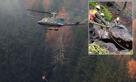 Der Hubschrauber brachte Material zur Sicherung in das steile Gelände