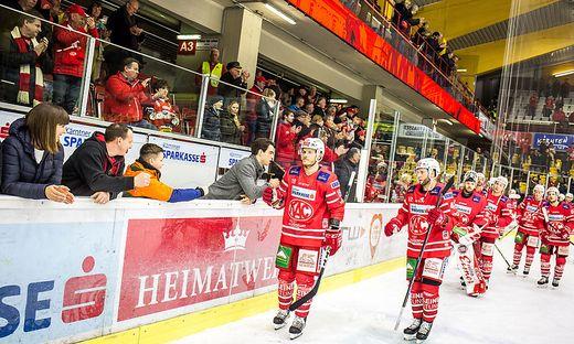 Die Rotjacken in der KAC-Eishalle in Klagenfurt