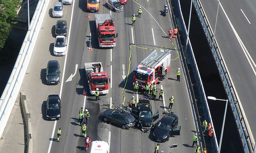 Folgenschwerer Serienunfall auf Wiener Südost-Tangente
