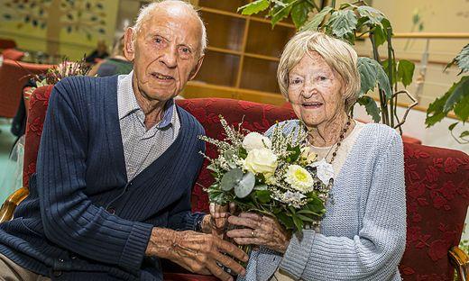 Hans Rabitsch und Margarethe Walkensteiner leben seit zwei beziehungsweise eineinhalb Jahren im Seniorenheim Hülgerthpark. Eben feierten sie ihre 100. Geburtstage