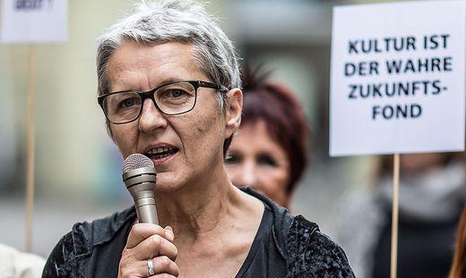 Demo der IG-Kultur gegen den Zahlungsstop Woerthersee-Mandl Klagenfurt Mai 2015