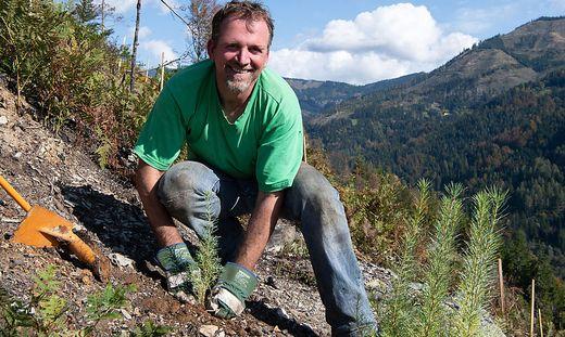 Bergbauer Johann Schwarz freut sich über die Unterstützung