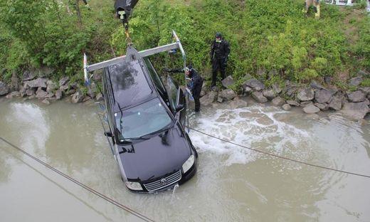 ++ HANDOUT ++ OBER�STERREICH: HANDBREMSE NICHT GEZOGEN - AUTO ROLLTE IN LINZ IN DONAU