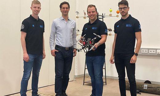 Forscherteam: Martin Scheiber, Stephan Weiss, Christian Brommer und Alessandro Fornasier (von links