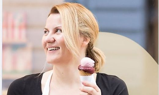 Mariane Leyacker-Schatzl sorgt für gefrorenen Nachschub