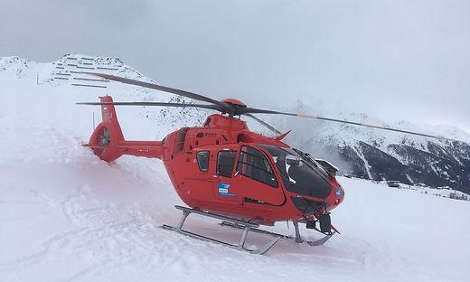 Der Heckausleger berührte den Schnee, der Hubschrauber muss abtransportiert werden