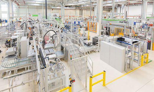 Aus einzelnen Batteriezellen werden südlich von Graz Akku-Packs für Plugin-Hybride gebaut