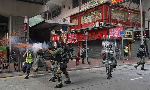 Tränengas gegen Protestler