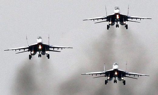 MiG-29-Kampfjets im Formationsflug (Sujetbild)