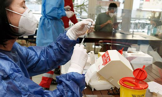 Am Freitag soll in weiteren zehn Kärntner Altenwohn- und Pflegeheimen geimpft werden. Acht Impfteams werden unterwegs sein