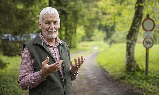 Grundbesitzer Theodor Hippel aus Köstenberg fordert eine Handhabe gegen E-Biker