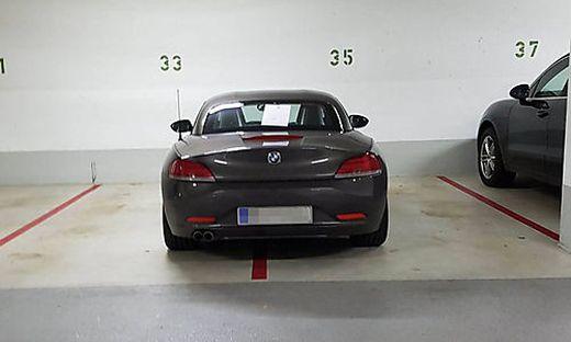 Zwei Parkplätze auf einmal reserviert