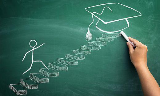 Beruflicher Aufstieg mit Studium: Ein Viertel muss länger warten