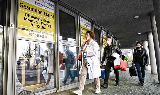 Die Mitarbeiter der Kärntner Gesundheitsämter kommen derzeit kaum zum Verschnaufen