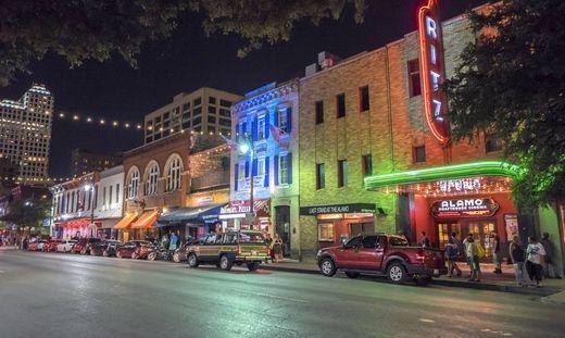Über die Hintergründe der Schießerei im Ausgehviewrtel von Austin wird noch gerätselt