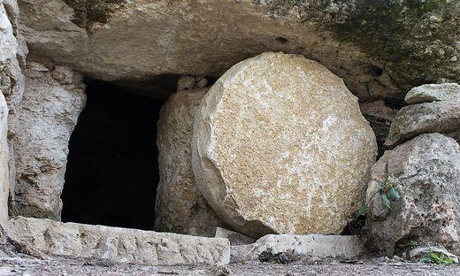 Ostern Grab